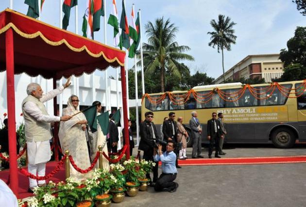 india-bangla-bus_2430300g