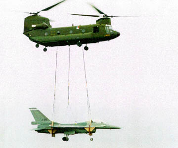 AIR_CH-47_Dutch_Carrying_F-16_lg